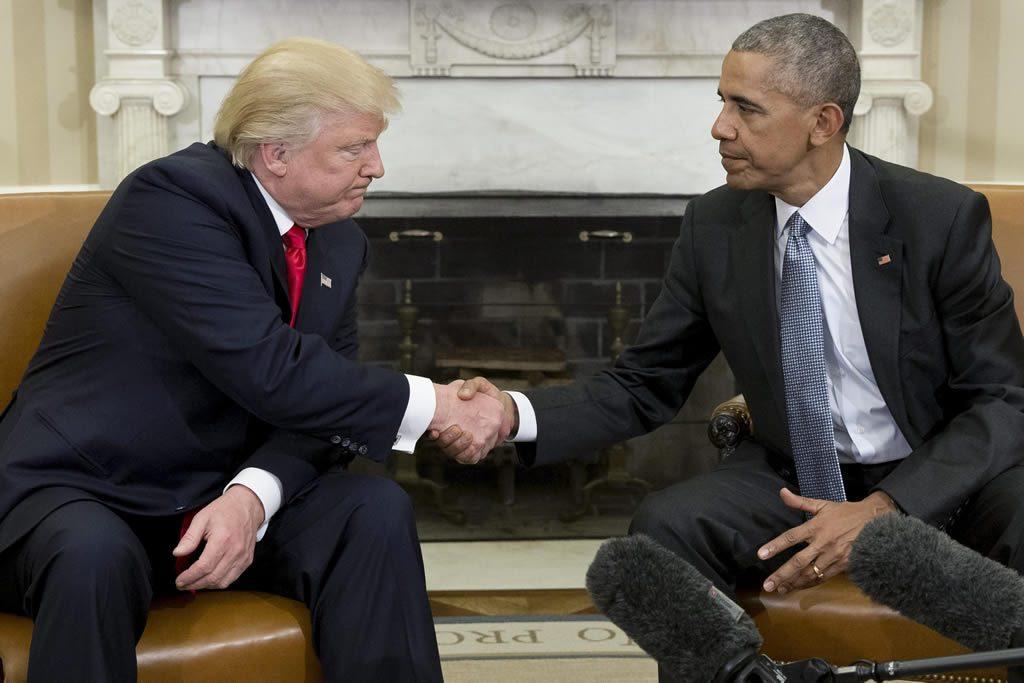 """Obama se muestra """"alentado"""" por su conversación con Trump"""
