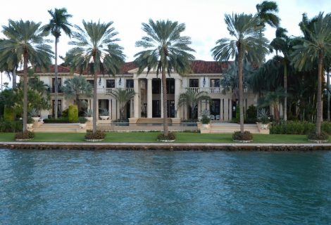 A la venta por 65 millones de dólares una mansión en una isla de Miami Beach