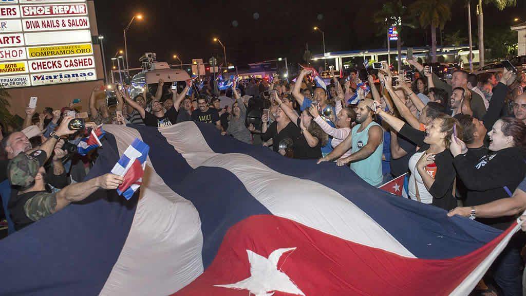 Cubanos que festejan en Miami quieren contagiar algarabía a la isla