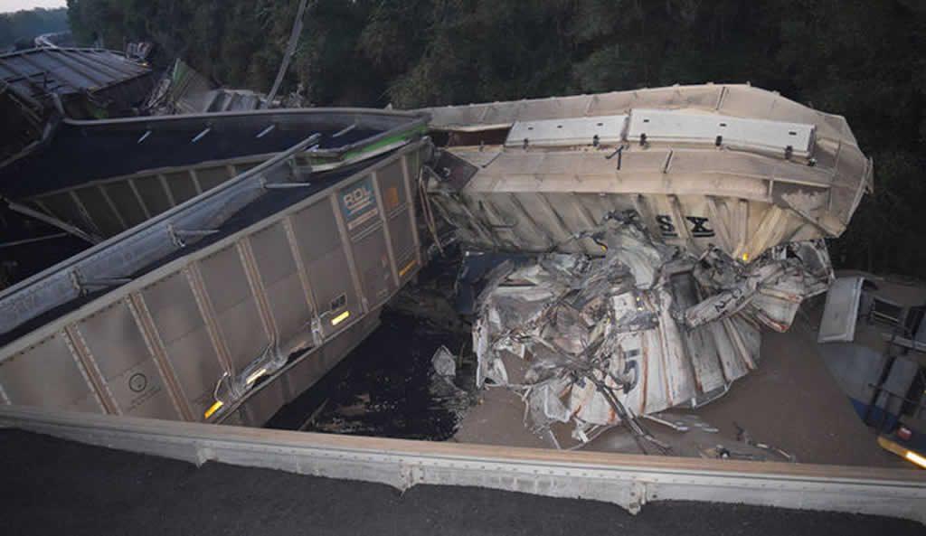 Choque de trenes en Ocala con 20 vagones descarrilados y sin heridos