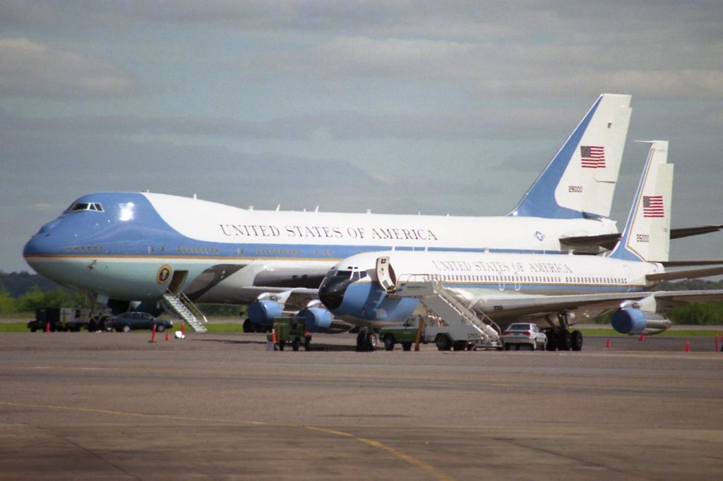 Trump pide que se cancele orden a Boeing para fabricar nuevo Air Force One
