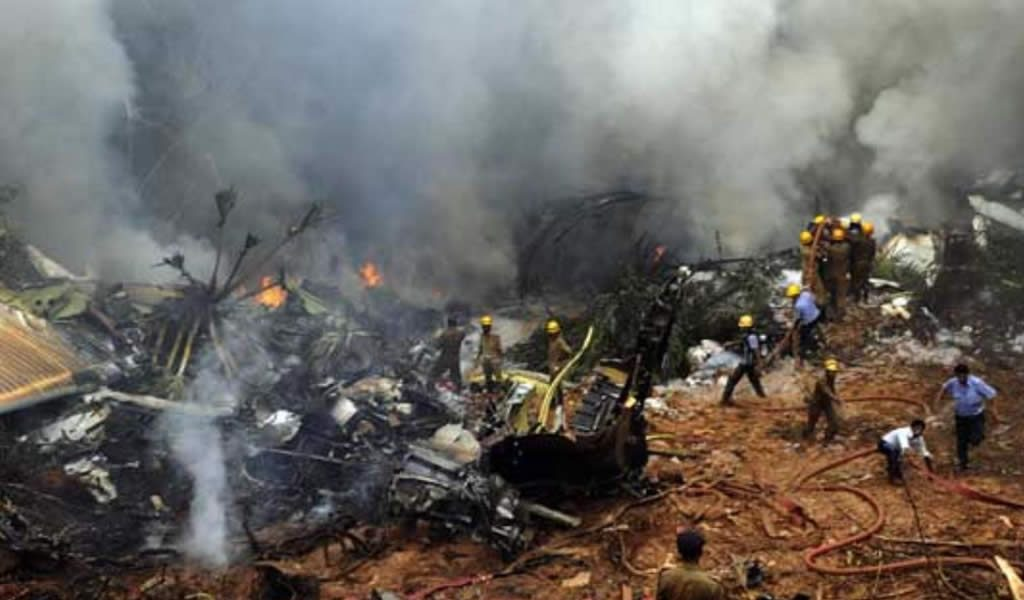 Pakistán investiga causas de siniestro aéreo en el que murieron 47 personas