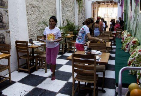 Reclusas colombianas abren restaurante gourmet en cárcel de Cartagena
