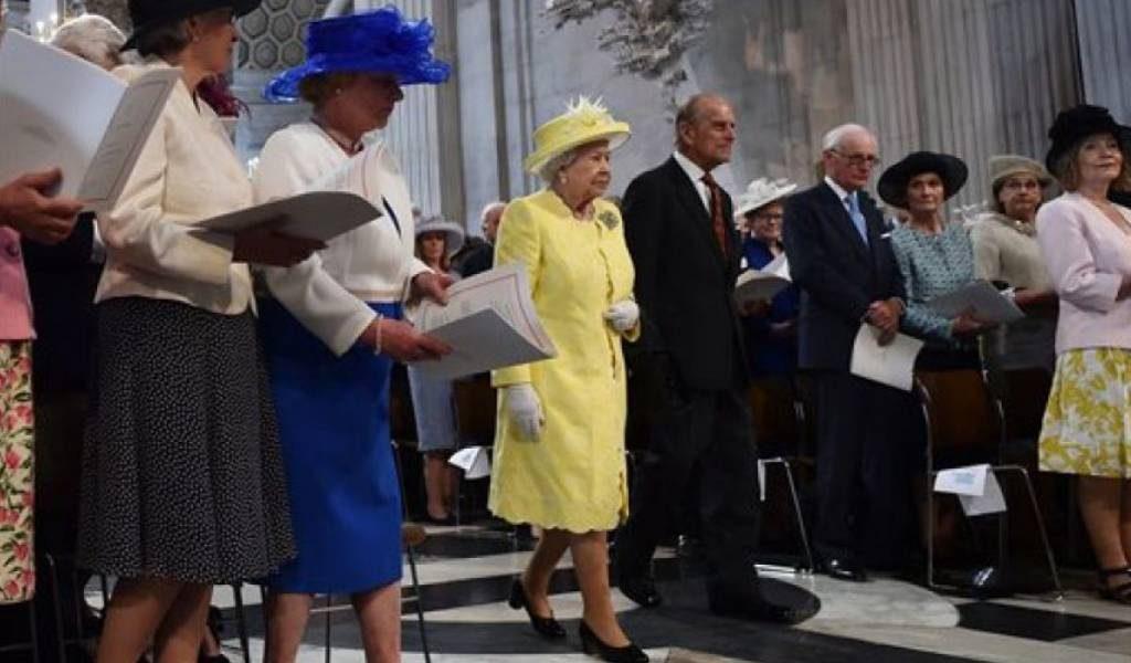 Isabel II y el duque de Edimburgo padecen un fuerte resfriado