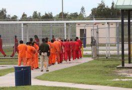 Inmigrantes detenidos en Florida bajo observación por COVID-19