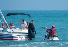 """""""Solo en Florida"""": una graduación en motos de agua para evitar el COVID-19"""