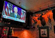 Latinos prefieren a Biden frente a Trump y reprueban su mandato, según sondeo