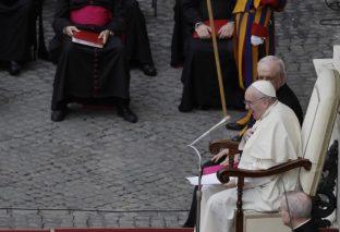 En el Vaticano vacunarán los dos papas